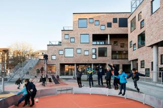 Photo of Frederiksbjerg School by Henning Larsen, gpp Architects and Møller Grønborg. Photo credit: Huffton Crow